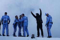 Stewart-Haas Racing team viert de zege