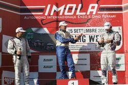 Podio TCT Gara 2: il secondo classificato Andrea Mosca, il vincitore Andrea Bacci, il terzo classifi