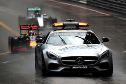 Safety-Car vor Daniel Ricciardo, Red Bull Racing RB12