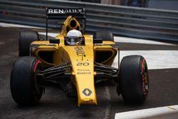 Kevin Magnussen, Renault Sport F1 Team RS16, avec un aileron avant cassé