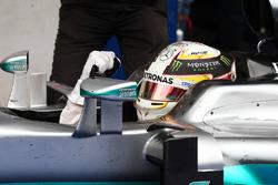 Le vainqueur Lewis Hamilton, Mercedes AMG F1 W07 Hybrid fête sa victoire dans le Parc Fermé
