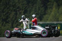 Nico Rosberg, Mercedes AMG F1 W07 Hybrid se estrelló en la tercera sesión de entrenamientos