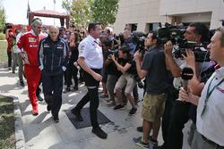 Маурицио Арривабене, руководитель Ferrari, Франц Тост, руководитель Scuderia Toro Rosso и Эрик Булье