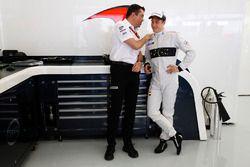 Eric Boullier, McLaren Racing Director en Stoffel Vandoorne, McLaren