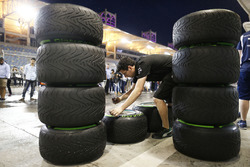 Mercedes AMG F1 Team monteurs aan het werk