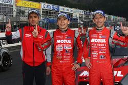 GT500クラスで優勝を果たした、NISMOのメンバー