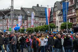 Fans en el día de la carrera de Adenauer