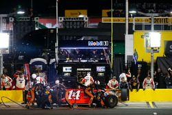 Tony Stewart, Stewart-Haas Racing Chevrolet acción en pits