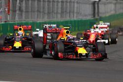 Max Verstappen, Red Bull Racing RB12; Daniel Ricciardo, Red Bull Racing RB12; Sebastian Vettel, Ferr