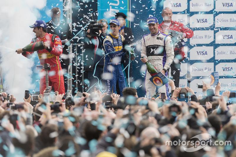 Podio: ganador de la carrera Lucas di Grassi, ABT Schaeffler Audi Sport, segundo lugar Jean-Eric Vergne, DS Virgin Racing, tercer lugar Sébastien Buemi, Renault e.Dams