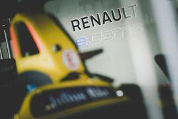 Atmosphère dans le garage Renault e.Dams