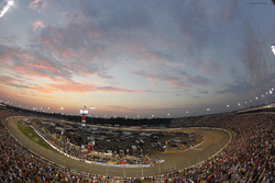 The field goes four-wide to show appreciation to the fans before the race