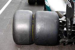 Mercedes AMG F1 W06 Hybrid avec les pneus Pirelli 2017 et 2016