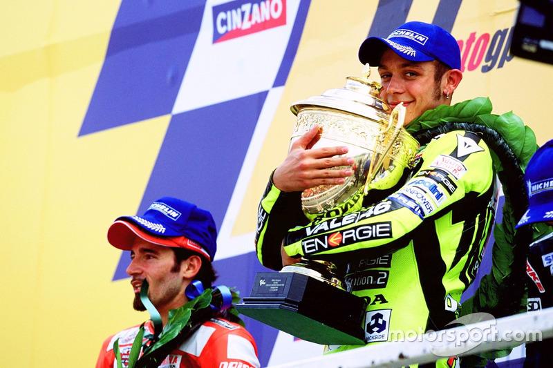 Podium: ganador, Valentino Rossi, Honda Team, segundo, Max Biaggi, Yamaha Team