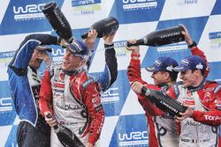 Podium: winnaars Kris Meeke, Paul Nagle, Citroën World Rally Team, tweede plaats Jari-Matti Latvala,