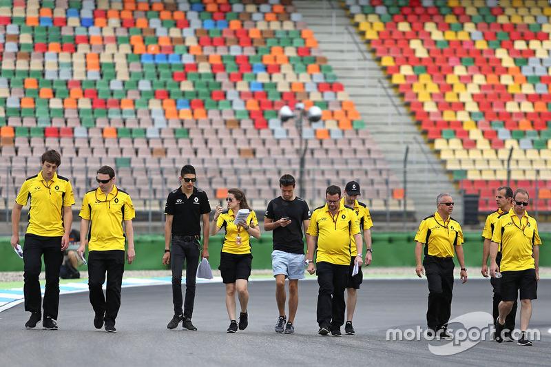 Esteban Ocon, Renault Sport F1 Team, und Jolyon Palmer, Renault Sport F1 Team