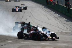 Daniil Kvyat, Scuderia Toro Rosso STR11, und Nico Hülkenberg, Sahara Force India F1 VJM09, im Positi