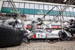 Pit stop practice for #1 Porsche Team Porsche 919 Hybrid: Timo Bernhard, Mark Webber, Brendon Hartley