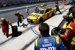 Kyle Busch, Joe Gibbs Racing Toyota pit action