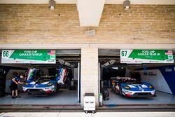 #66 Ford Chip Ganassi Racing Team UK Ford GT: Olivier Pla, Stefan Mücke, #67 Ford Chip Ganassi Racin