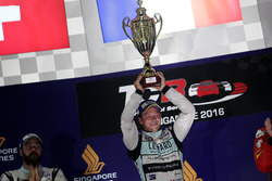 Podio: Ganador de la carrera Jean-Karl Vernay, Leopard Racing, Volkswagen Golf GTI TCR