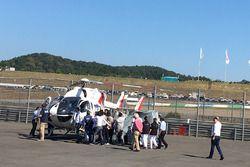Jorge Lorenzo, Yamaha Factory Racing, viene aerotrasportato dopo la caduta