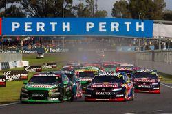 Cameron Waters, Prodrive Racing Australia Ford ve Shane van Gisbergen, Triple Eight Race Engineering
