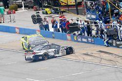 Kollision zwischen Danica Patrick, Stewart-Haas Racing Chevrolet, und Paul Menard, Richard Childress