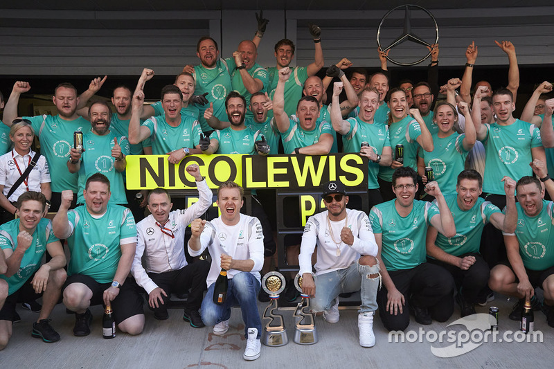 In 78 grands prix als teamgenoten eindigde Hamilton voor Rosberg in 42 races en 43 kwalificaties.