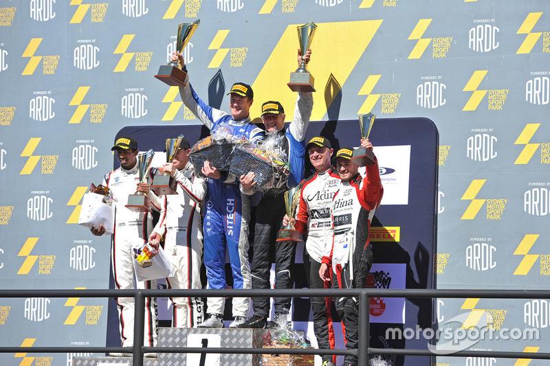 Podyum: 1. #95 Miedecke Motor Group Aston Martin Vantage GT3: George Miedecke, Andrew Miedecke, 2. #