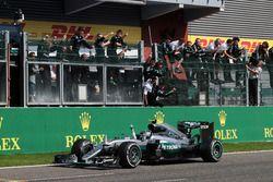 Победитель гонки - Нико Росберг, Mercedes AMG F1 празднует