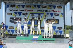 GTLM Podio: ganadores de la carrera Antonio Garcia, Jan Magnussen, Corvette Racing, segundo lugar Jo
