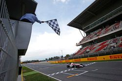 Charles Leclerc, ART Grand Prix, aan de finish