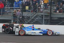Sébastien Bourdais, KV Racing Technology Chevrolet, Tony Kanaan, Chip Ganassi Racing Chevrolet crash