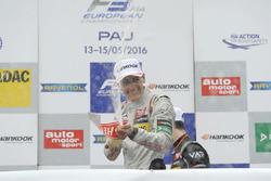 Подиум: Джордж Рассел, HitechGP Dallara F312 – Mercedes-Benz