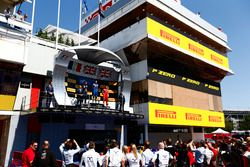 Pierre Gasly, PREMA, Racing, Alex Lynn, DAMS, Jordan King, Racing Engineering and the Williams F1 team watch the podium