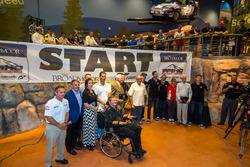 Die Fahrer des Bergrennens am Pikes Peak 2016 mit den Vertretern aus der Hall of Fame