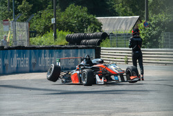 Callum Ilott, Van Amersfoort Racing Dallara F312 - Mercedes-Benz, crash