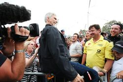 Damon Hill, Sky Sports Presenter with fans at the Sahara Force India F1 Team Fan Zone at Woodlands C