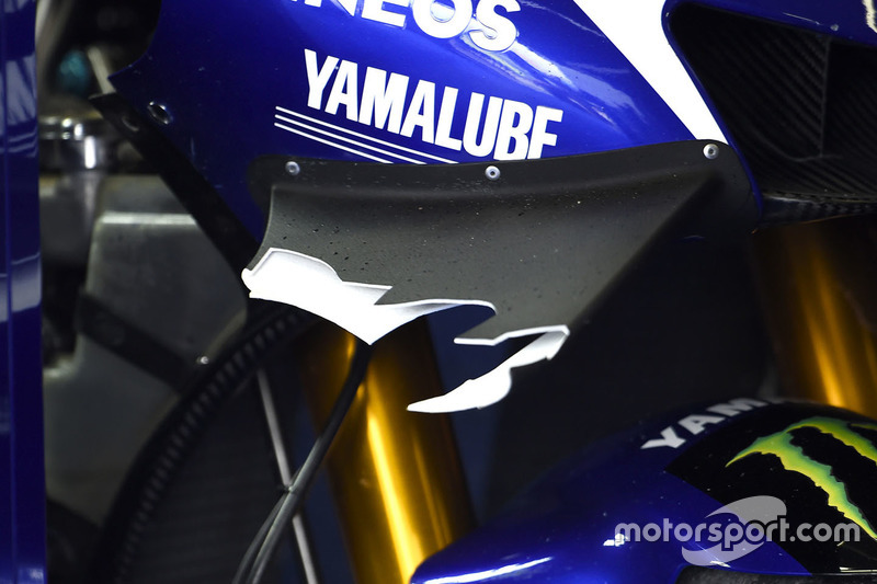Broken wing on the bike of Jorge Lorenzo, Yamaha Factory Racing