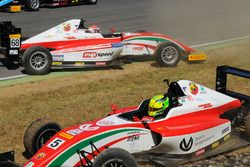 Mick Schumacher, Prema Powerteam y Juan Manuel Correa, Prema Powerteam después del accidente