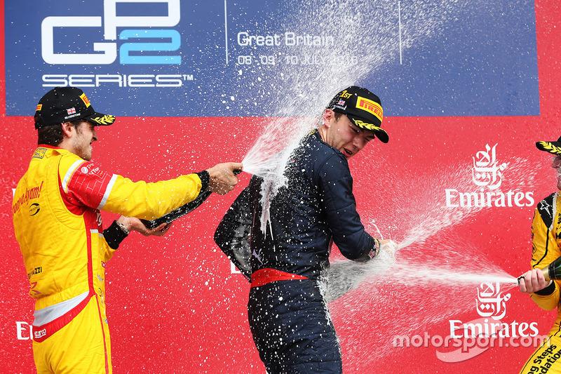 Podio: il vincitore Pierre Gasly, Prema Racing, il secondo classificato Antonio Giovinazzi, Prema Racing e il terzo classificato Oliver Rowland, MP Motorsport festeggiano con lo champagne