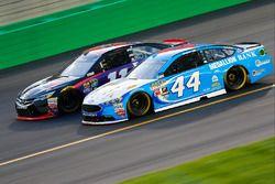 Brian Scott, Richard Petty Motorsports, Ford; Denny Hamlin, Joe Gibbs Racing, Toyota