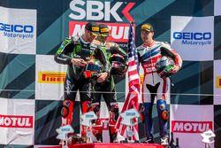 Podium Rennen 1: Sieger Jonathan Rea, Kawasaki Racing Team; 2. Tom Sykes, Kawasaki Racing Team; 3. N