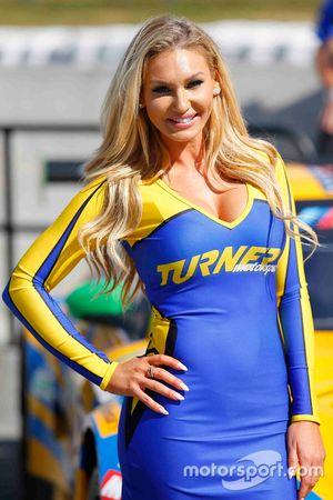 Una chica Turner Motorsport