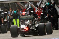 Lewis Hamilton, Mercedes AMG F1 Team W07 s'entraîne aux arrêts aux stands