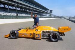 Yarış galibi Johnny Rutherford, McLaren M16C