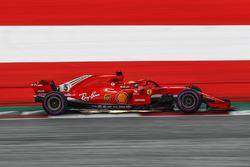 Sebastian Vettel, Ferrari SF71H, e scintille