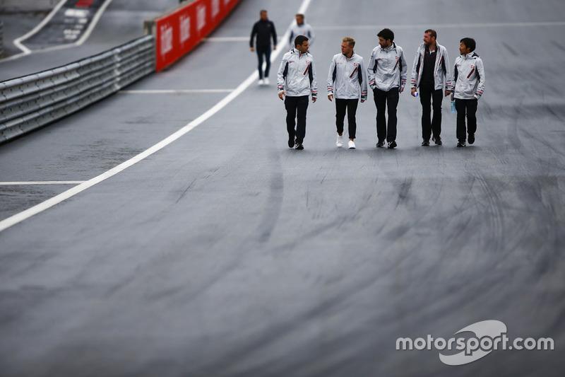 Kevin Magnussen, Haas F1 Team, walks the circuit alongside colleagues