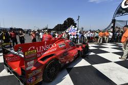 #99 JDC/Miller Motorsports ORECA 07, P: Stephen Simpson, Mikhail Goikhberg, Chris Miller conduce a Victory Lane